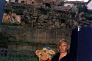 2005-En_puerta_de_cabrales_Picos_de_Europa